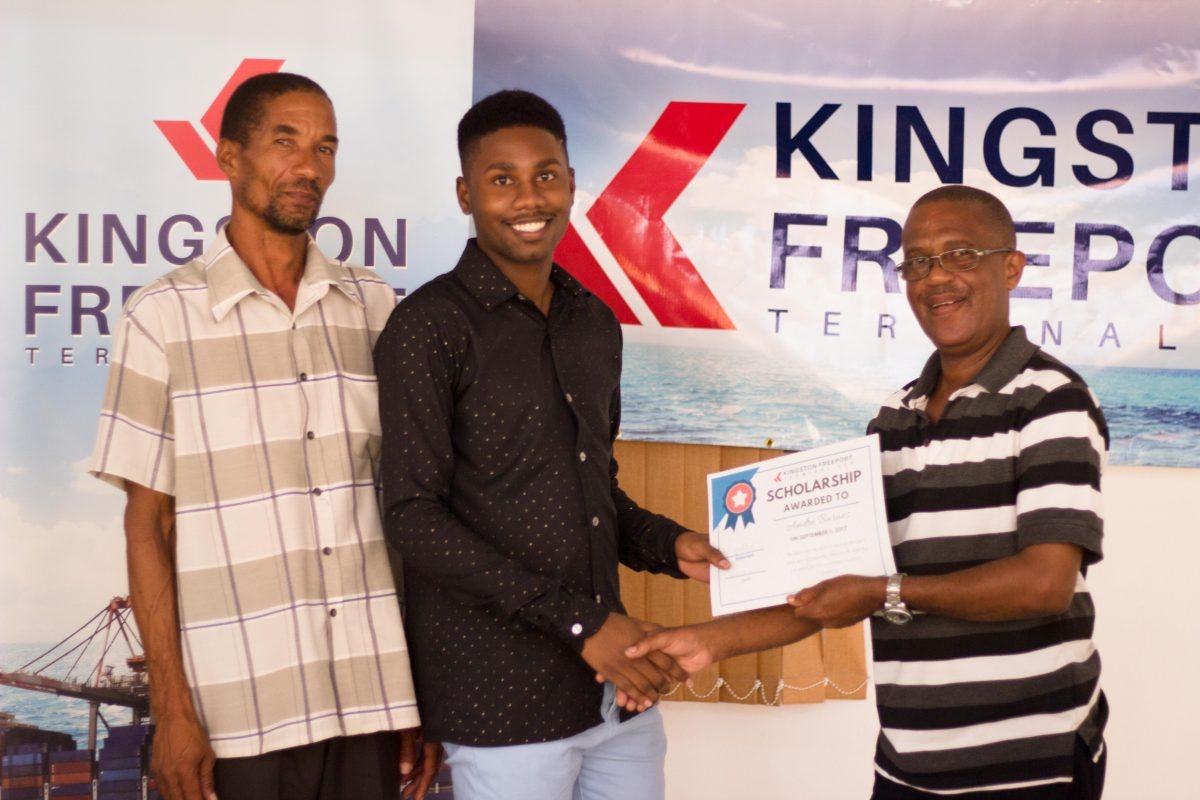 Scholarship-Awards-13-1200x800.jpg